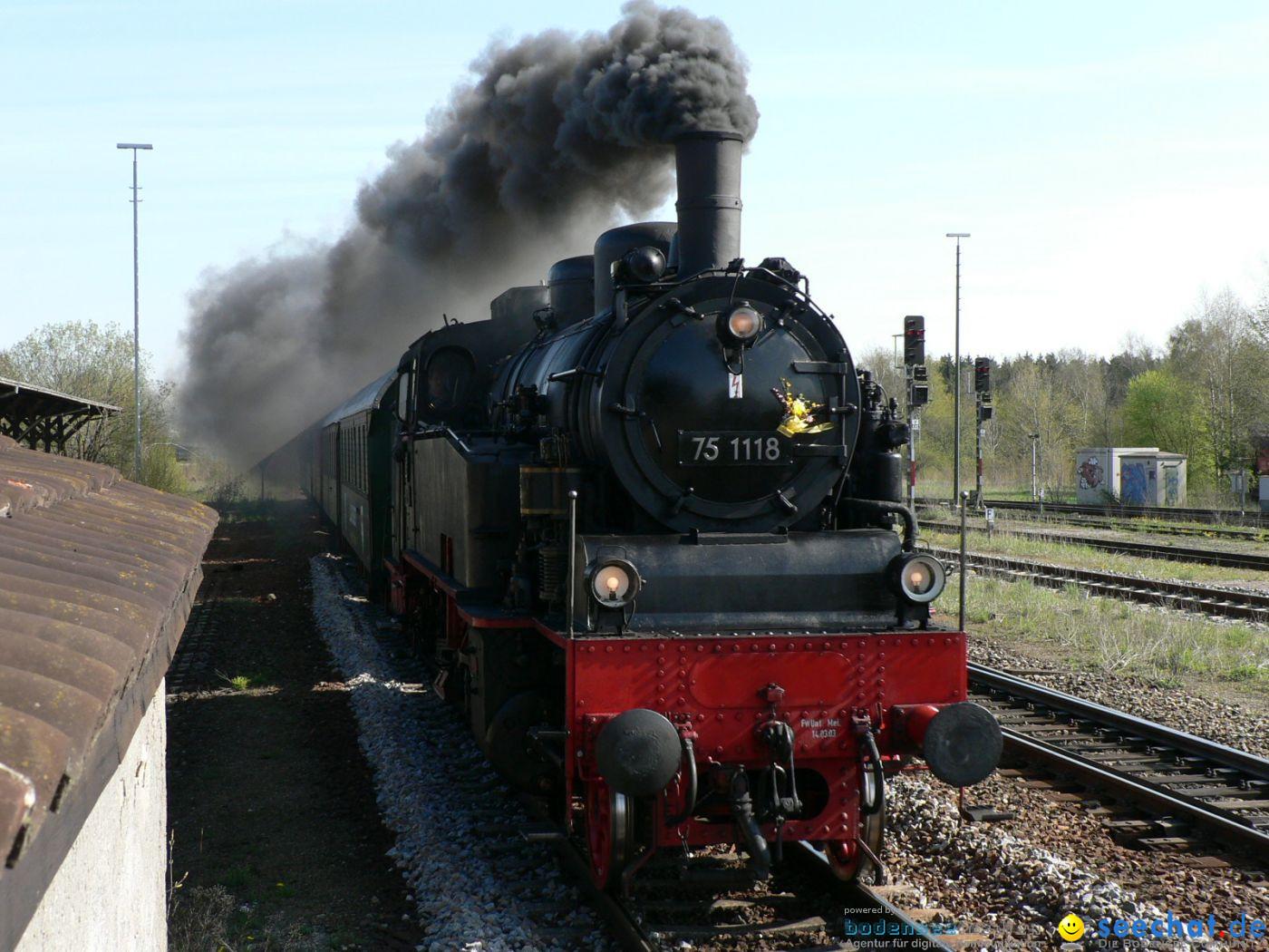 Dampflok-Sonderzug auf dem Weg nach Friedrichshafen